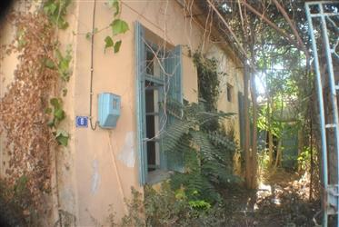 Small House and Garden in Town Centre - East Crete