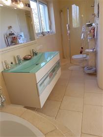 House: 225 m²
