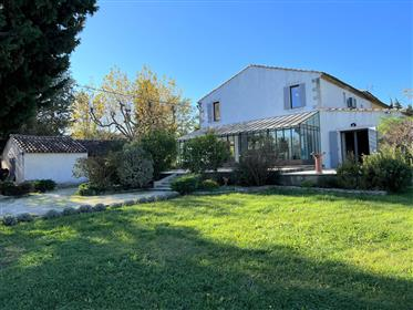 Quinta completamente renovada para venda em Avignon