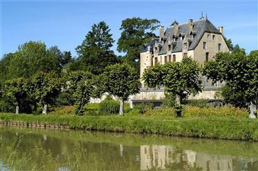 Luxury property: 2,691 m²