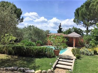 Maison de charme dans le Luberon avec jardin piscine et une ...
