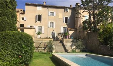 Maison de Maitre a vendre dans le Luberon au coeur d'un vill...