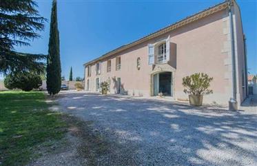 Maison de Maitre à vendre à Avignon avec piscine, parc arboré et un logement indépendant