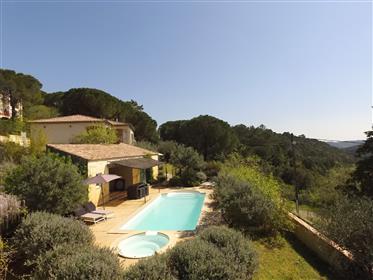 Villa provençal com visão maravilhosa, 2 áreas de estar e piscina
