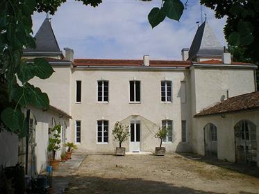 Casa/Castelo de propriedade com o belo parque