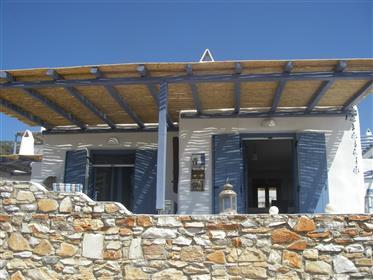 Διαμέρισμα με θέα στη θάλασσα και πισίνα στο κυκλαδίτικο νησί της Πάρου κοντά σε Σαντορίνη