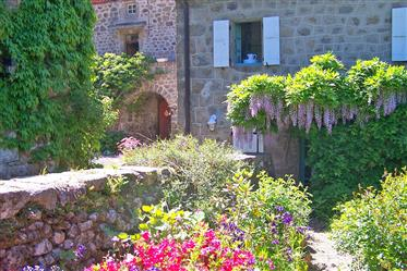 Beautiful estate with Gites and Bed and Breakfast in perfect condition