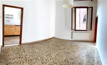 Appartamento con  3 camere  a Castello,San Lorenzo