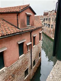 Castello. Appartamento con  2 camere  e vista  rio