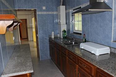 Vrijstaand granieten woonhuis (3 slpkrs) met (bloemen)rijke...
