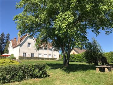 Beau manoir avec piscine, maison gardien, Allier, Auvergne