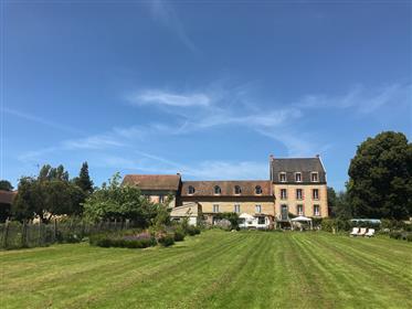Grande maison, ancien hôtel, Puy-de-Dome, Auvergne, Combrailles