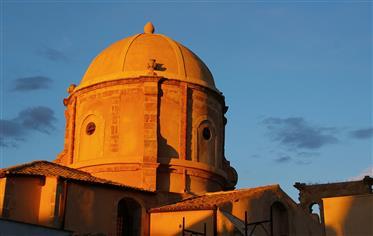 Γοητευτικό σπίτι στην καρδιά του ιστορικού κέντρου της Ορτυγίας