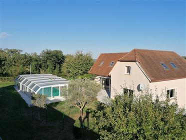 Grande maison contemporaine sur 1Ha 6. Piscine. Hangar de 500 m²