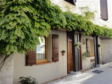Très charmante maison de village avec superbe vue dominante