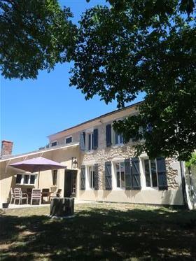 Casa renovada bonita do século Xviii