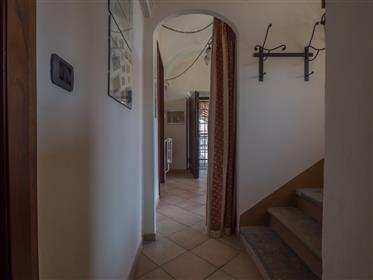 Una tranquilla oasi con edifici accessori nella regione del Monferrato
