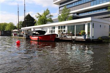 Watervilla aan de Amstel