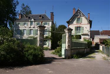 Large 19th century bourgeois mansion in Essoyes