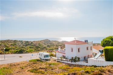 Vivenda junto ao mar em Monte clerigo, perto de Aljezur está...