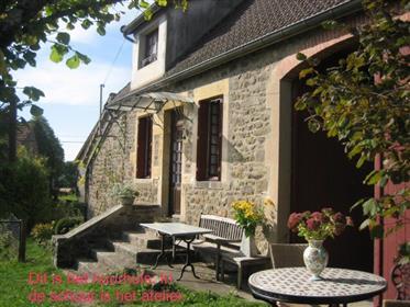 Charming farmhousing complex ('longère')