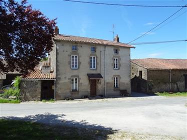 Casa di campagna costruita in pietra