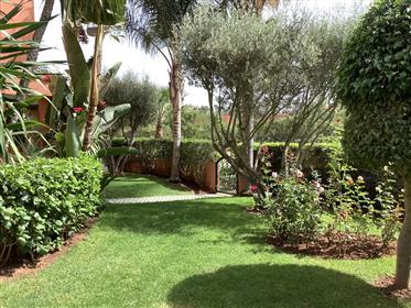 Jolie villa  meublée  avec piscine sur golf
