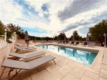 Villa On The Heights De Draguignan 9 Habitaciones 330 M2 Ideal Rooms D'hotes