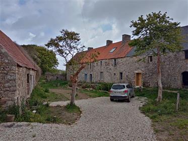 Meraviglioso e originale casale del 1770 vicino al mare composto da: