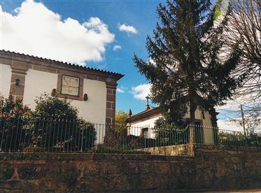Casa Senhorial com Capela, em Nevogilde, Lousada – Porto
