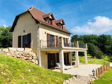 Prachtig landhuis met schitterend uitzicht en appartement te...