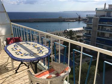 À beira-mar 2 quartos, área portuária, com terraço