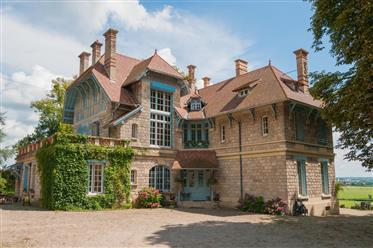 Schitterend Chateau met bijgebouwen