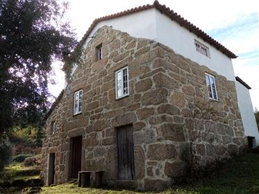 Quinta, 4.8 hectares with Main house, guest house, barn and 2 ruins