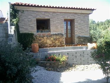 Schönes Haus aus Stein gebaut