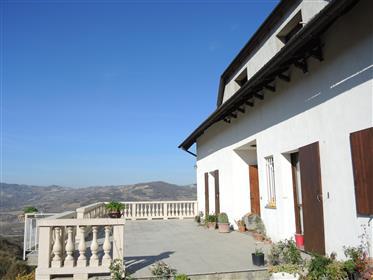 Villa in zona panoramica di 725 metri quadrati.
