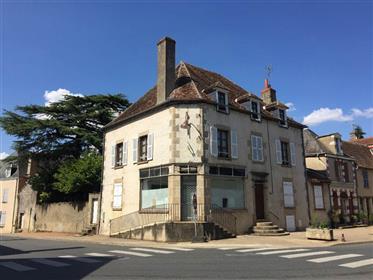 Maison bourgeoise au cœur d'un village médiéval