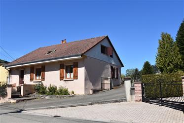 Aan de rand van Vogezendorp Celles-sur-Plaine geheel gemeubileerde woning