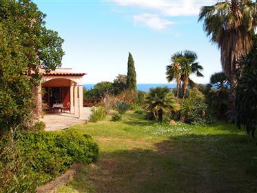 Villa zwischen Bergen und Meer