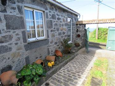 Krásny tradičný Azorean kamenný dom