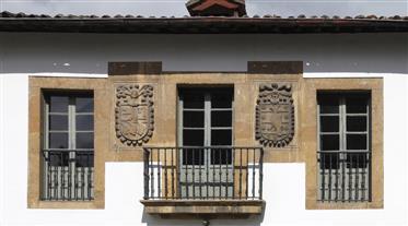 Palacio De Latores