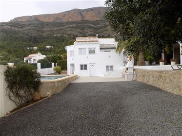 Stunning, renovated property on the foothills of Montgo