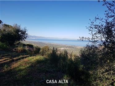 Grande propriedade de 8,5 hectares entre o mar e a montanha.