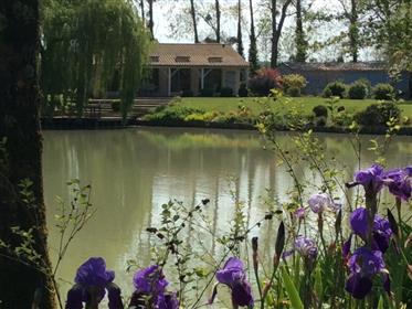 Belle propriété au bord d'un étang privatif