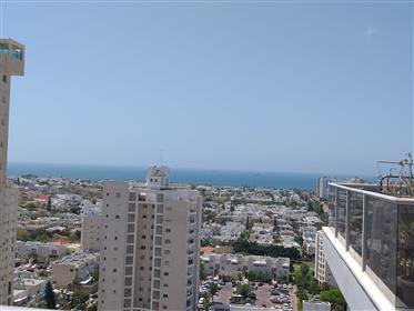 Stunning 4Br, 3Bt apartment, spacious, bright and quiet