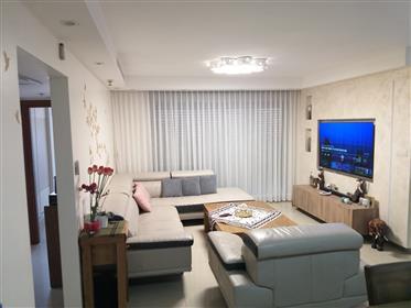 Atemberaubende 4Br, 3Bt Wohnung, geräumig, hell und ruhig