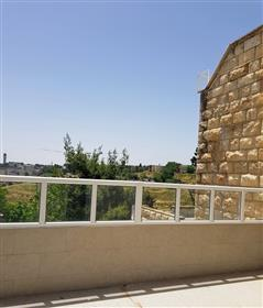 Beautiful 4Br, 3Bt apartment, central and prime location.
