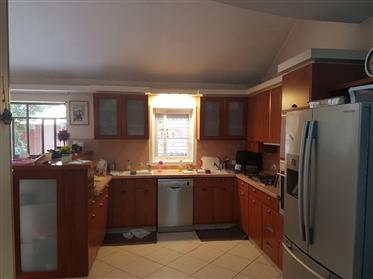 Stunning 6Br, 3.5Bt condo, sunny and bright, spacious and quiet