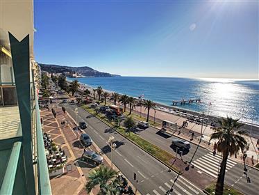 Bela venda de apartamentos à beira-mar