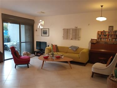 House for sale in Buchman, large and spacious cottage on a 380-Sqm